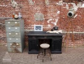 Industrieel zwart bureau (130991)..verkocht