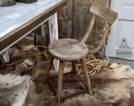Oude houten industriële stoel (131432)....verkocht