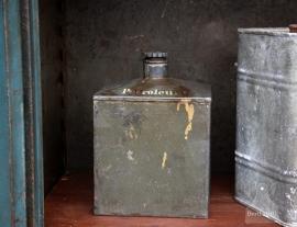 Oude petroleumkan (131966)..verkocht
