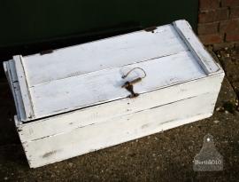 Witte grote kist (130257)....verkocht