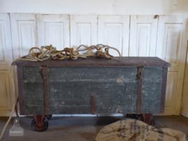 Grote verzendkist op wielen (135813) verkocht