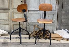 4 industriële bureaustoelen (132005, 132006, 132007, 132008) verkocht