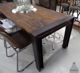 Tafel op maat met oude houtdelen (133203)