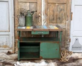 Oud ijzeren dressoir met sloophout (131450)..verkocht