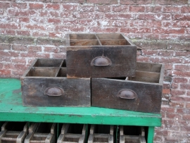 3 oude vakkenkistjes (131208, 209, 210)..verkocht