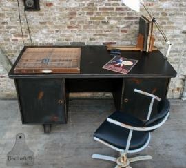 Industrieel zwart bureau (101130)..verkocht