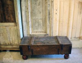 Oude verzendkist op wielen (134143) verkocht