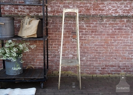 Ijzeren geleefde plantentafel (132115)..verkocht