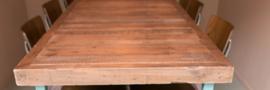 Hoge tafel turquoise met oud houten blad