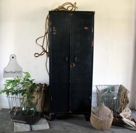 Oude ijzeren zware kast (132144)..verkocht