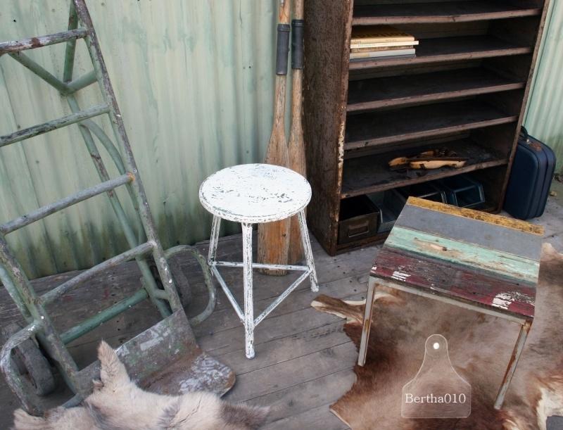 Sloophouten tafeltje (130543)..verkocht