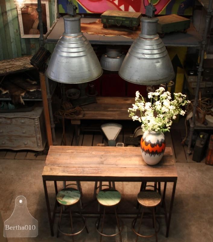 Hoge tafel op maat met oude boerderijbalken (131070)