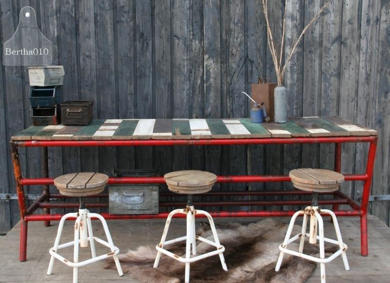 Grote sloophouten tafel (130433)