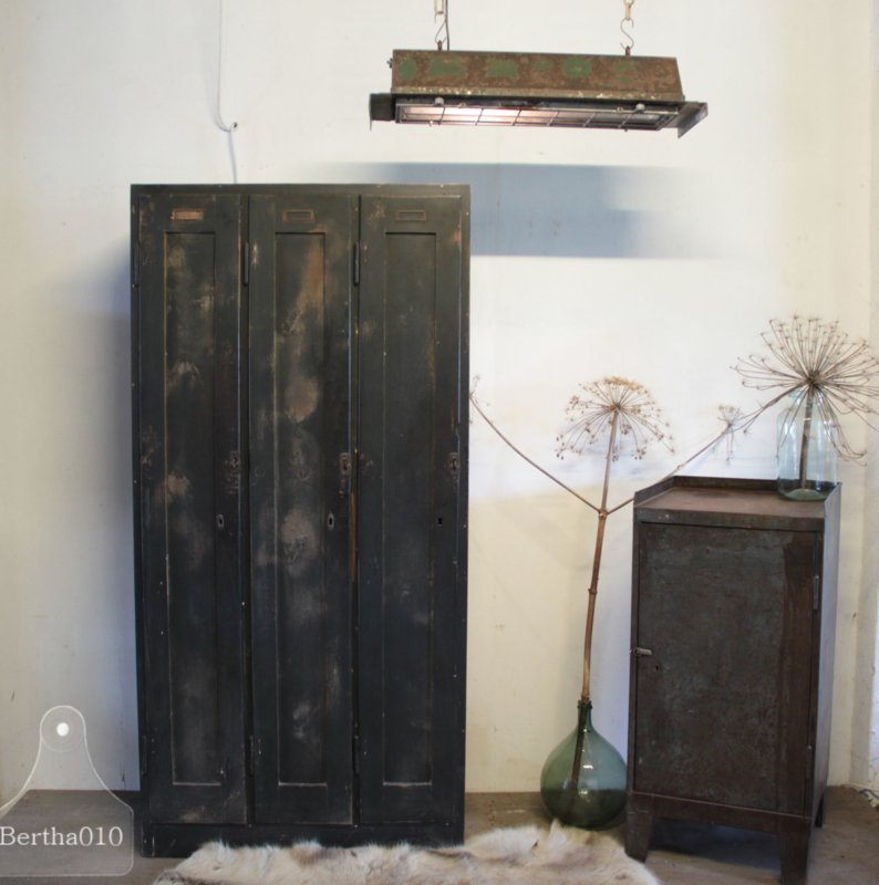 Oude houten locker (134141) verkocht