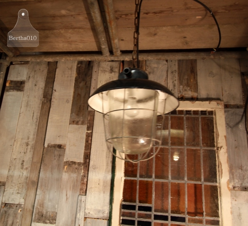 6 Industriële hanglampen (130895, 130896, 130897, 130898, 130899, 130900)..verkocht