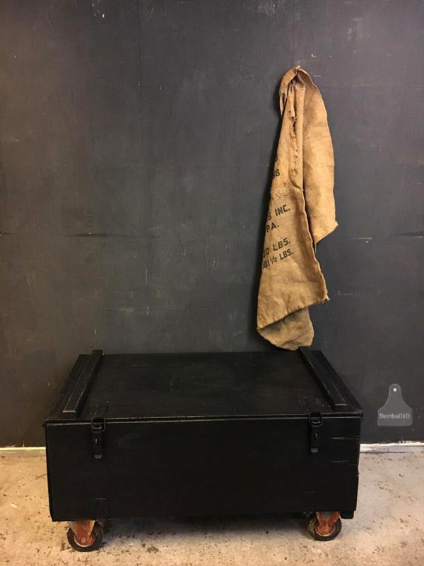 Oude houten kist met lades (135973)..verkocht