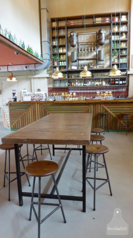 Hoge tafel zwart met oud houten blad