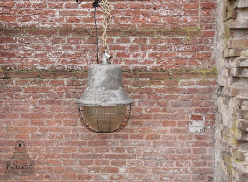 Oude fabriekslamp (133495)............verkocht