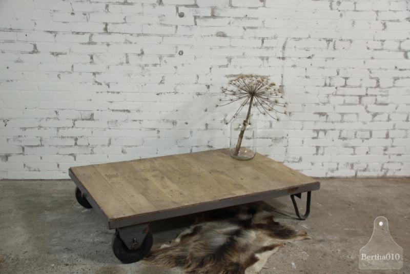 Oude trolleytafel (134527) verkocht
