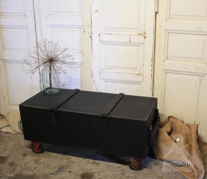 Kist Op Wielen.Zwarte Kist Op Wielen 134366 Verkocht Verkocht Te Koop