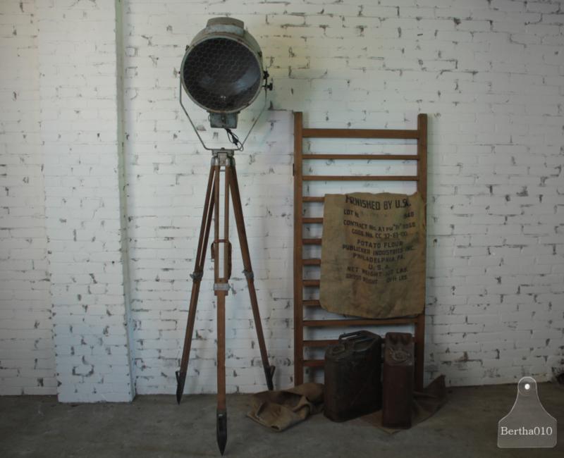 Authentieke fabriekslamp op statief (136061)..verkocht