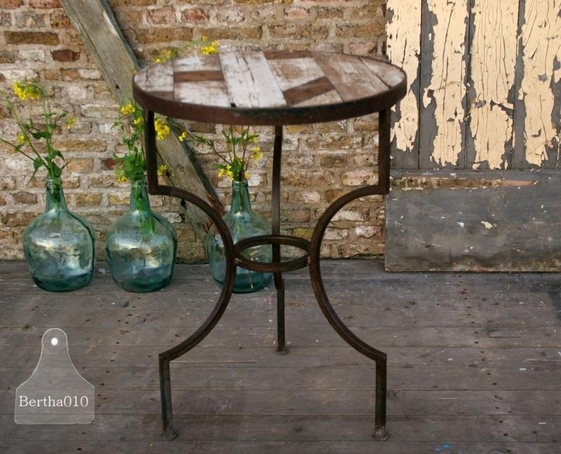 Industriele tafel wit oud sloophout (130408)..verkocht