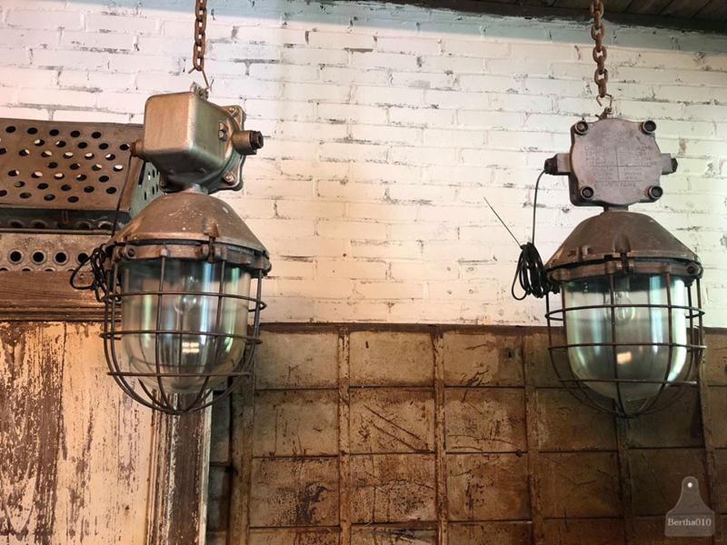 2 oude fabriekslampen (138267) verkocht