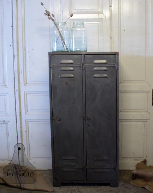 Jaren 30  locker met klinknagels (134139) verkocht