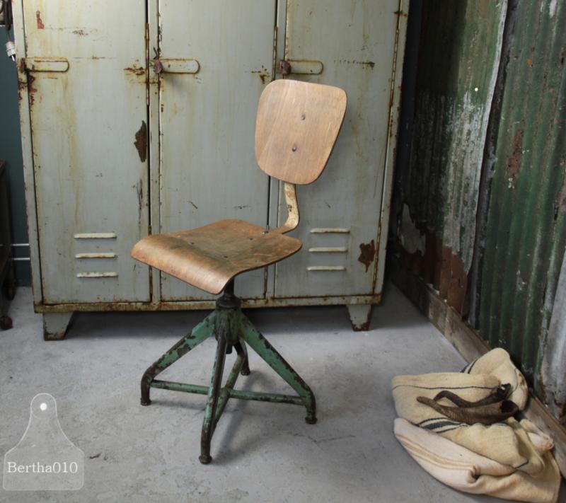 Loods 5 Bureaustoel.Industriele Bureaustoel 132736 Verkocht Verkocht Te Koop