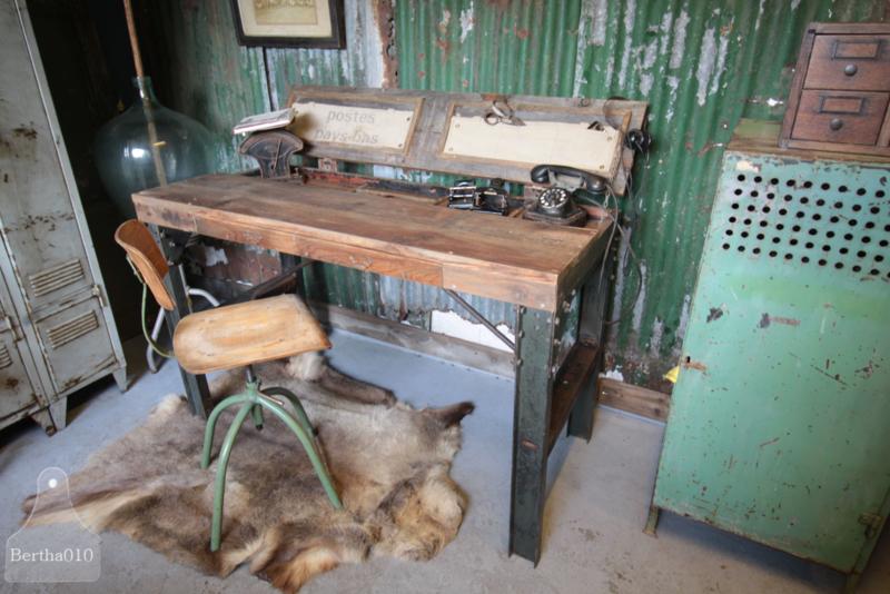 Authentieke bureaustoel (134644)..verkocht