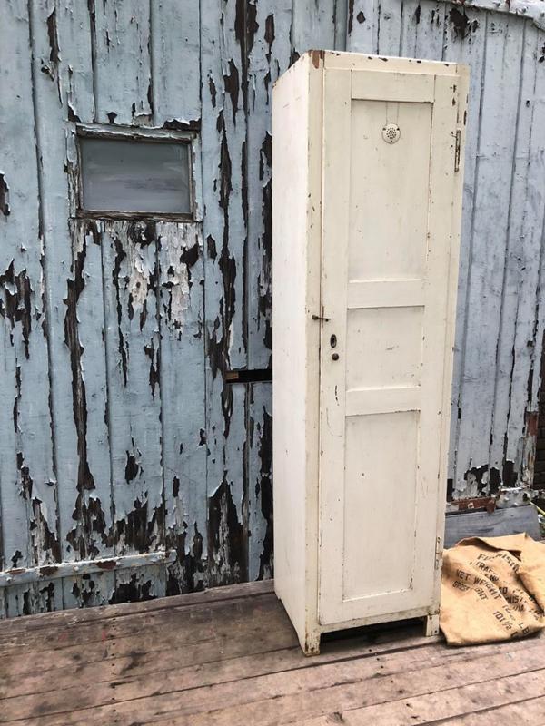 Oude locker hout (136736) verkocht