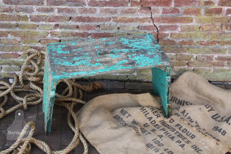 Oud geleefd bankje  (133583)..verkocht