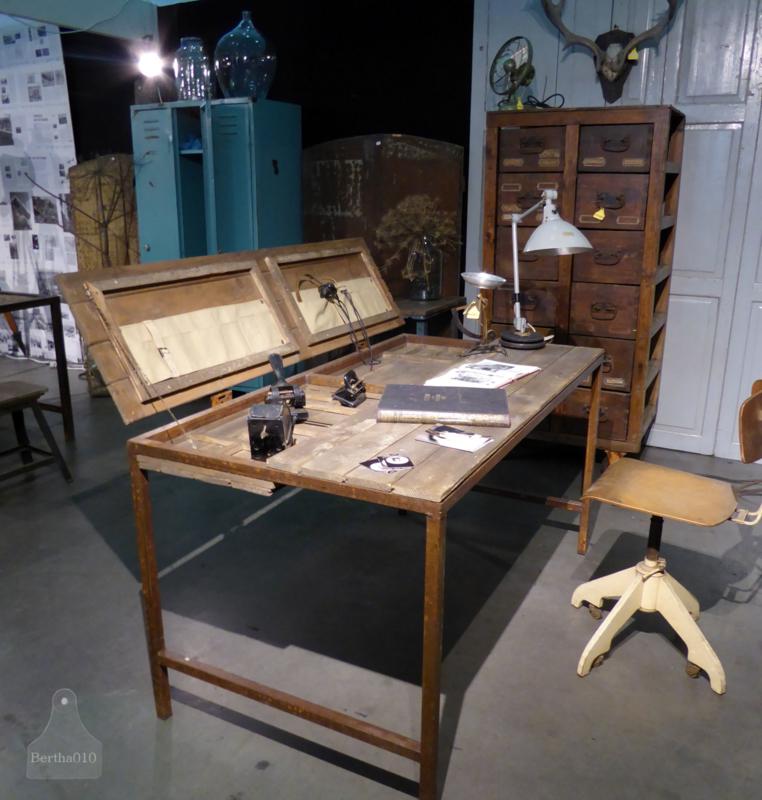 Industrieel bureau op maat,  jaren 20 (130863)