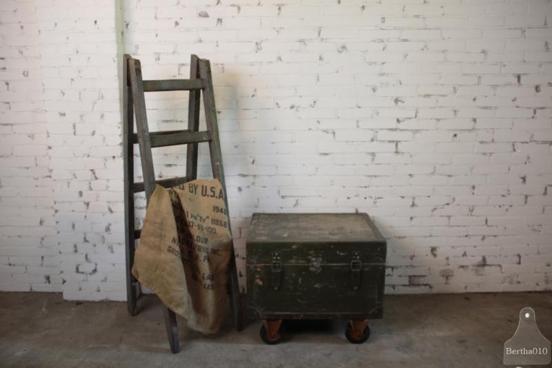 Oude legerkist (136051) verkocht