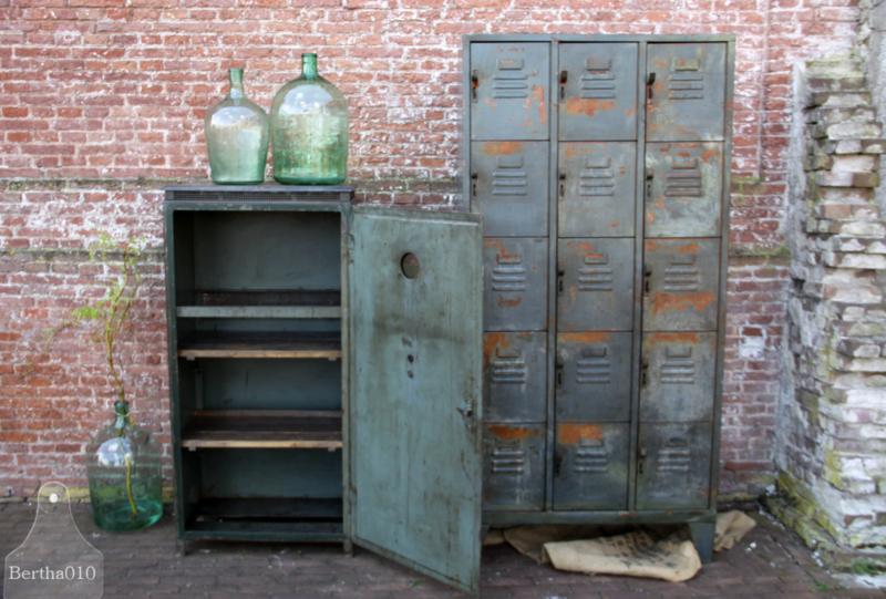 Oude werkkast uit Siemensfabriek (133586)....verkocht
