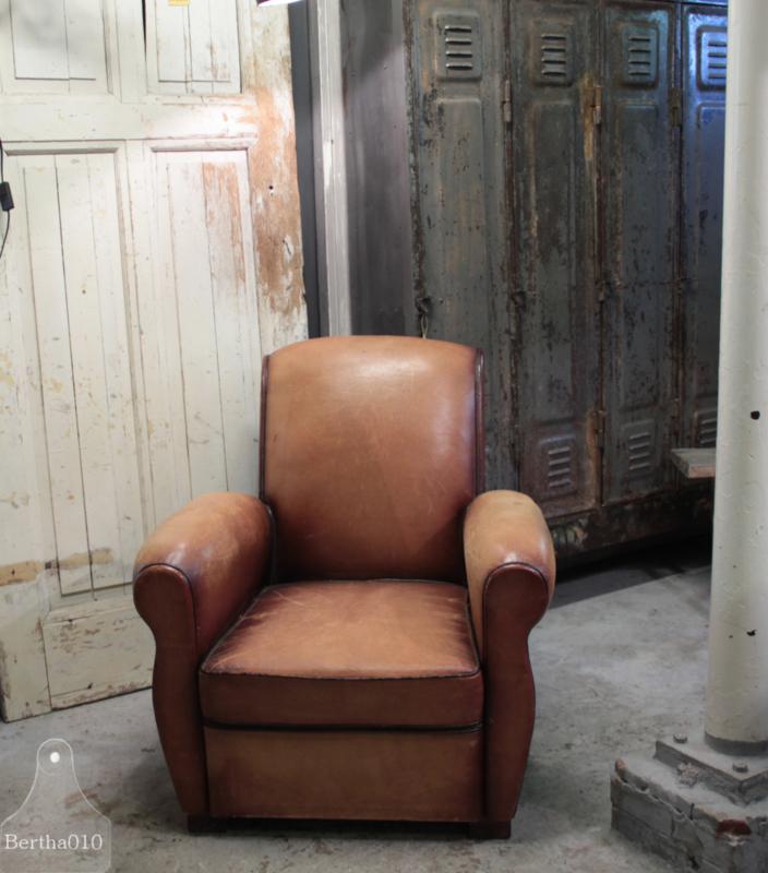 Oude Franse fauteuil van schapenleer(136115) verkocht