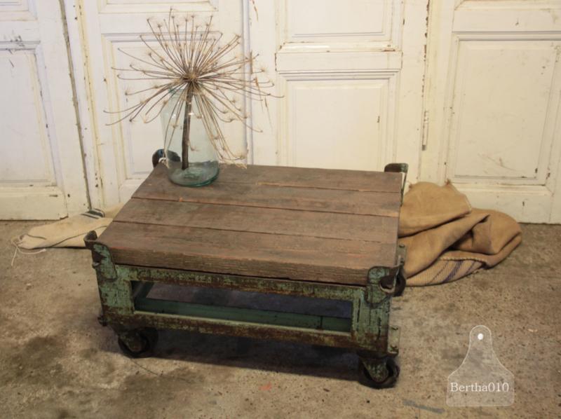 Oude trolleywagen (134135) verkocht