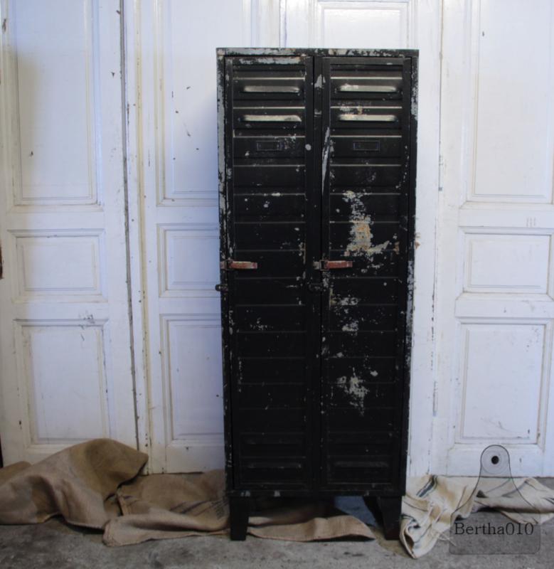 Oude 2 deurs locker (134132) verkocht