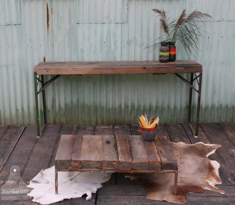 Industriele salontafel oude balken (130643)..verkocht