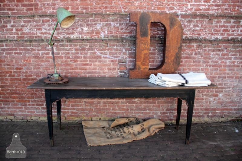 Antiek dressoir/tafel (136726)..verkocht