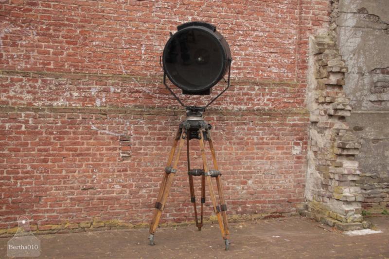 Oude lamp op  filmstatief (136212)