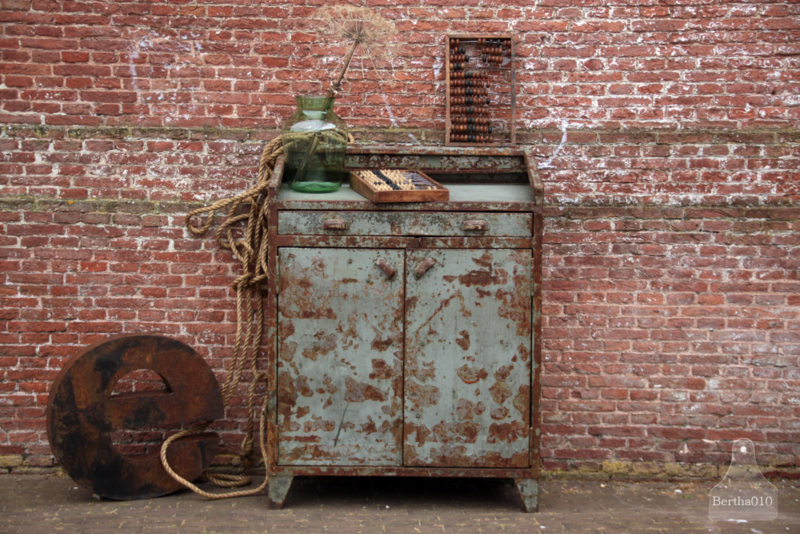 Fabriekskast oud (136184)