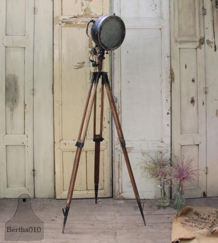 Lamp op statief (133786)....verkocht