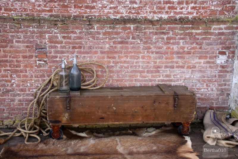 Oude verzendkist op wielen (133478)..verkocht