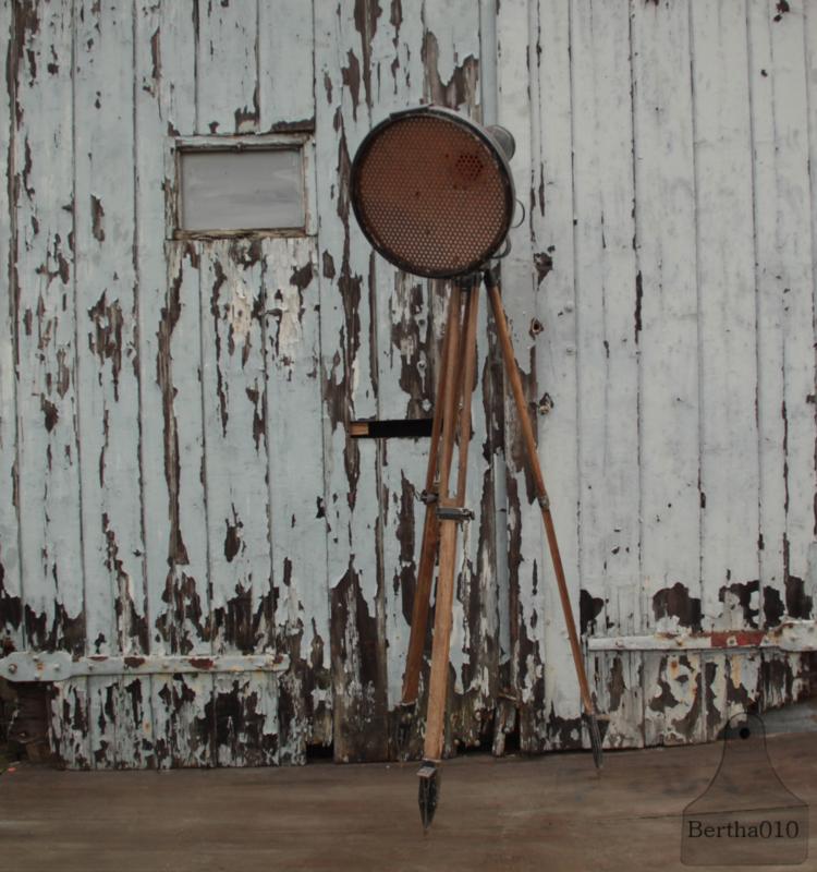 Oude werklamp op statief (137131) verkocht