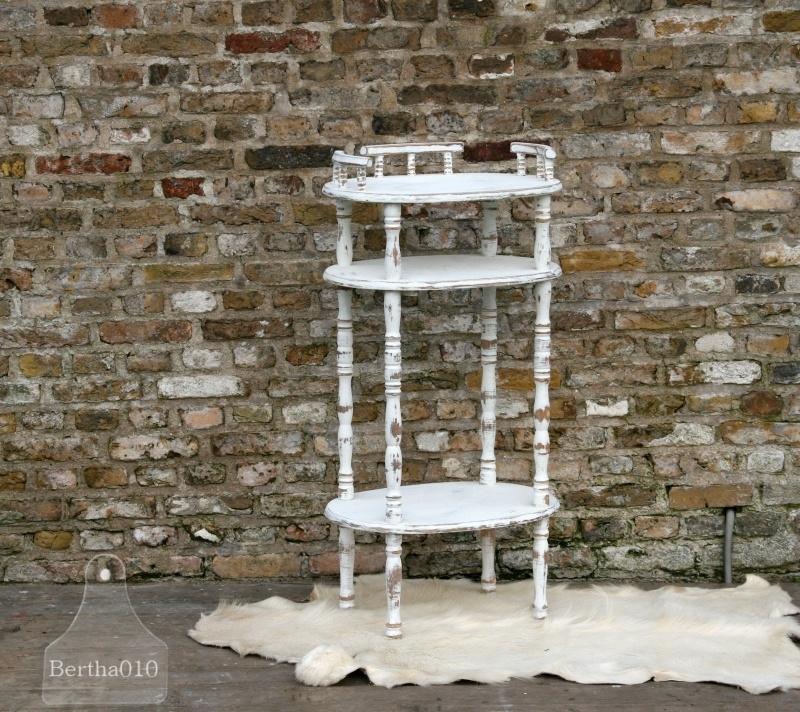 Landelijk bijzettafel wit (130295)........verkocht