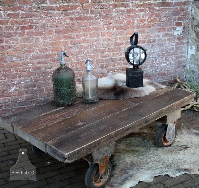 Oude industriële salontafel op maat (131016)