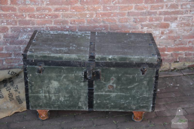 Geleefde kofferkist op wielen (136714)..verkocht