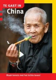 Reisgids China |  Te gast in - Informatie Verre Reizen | ISBN 9789460160349