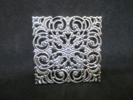 Filigraan vierkant zilverkleurig,  5 x 5 cm.